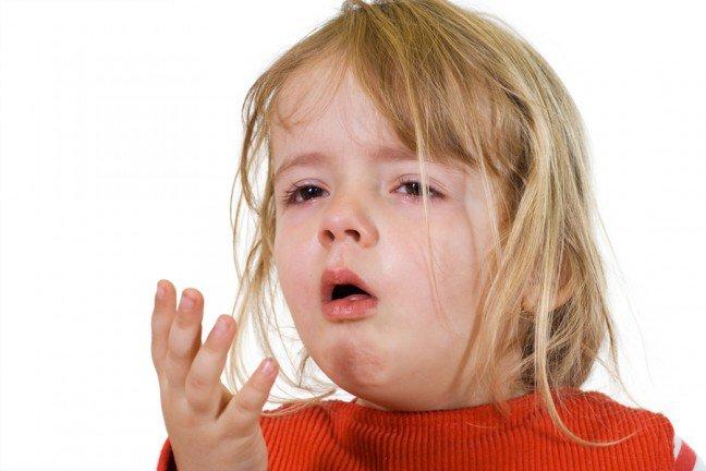 10. Kaszel z flegmąPrzyczyną kaszlu z flegmą jest zazwyczaj przeziębienie. W niektórych przypadkach kaszel może byćpierwszym objawem infekcji, w innych najpierw występuje katar, kichanie oraz niewysoka gorączka.