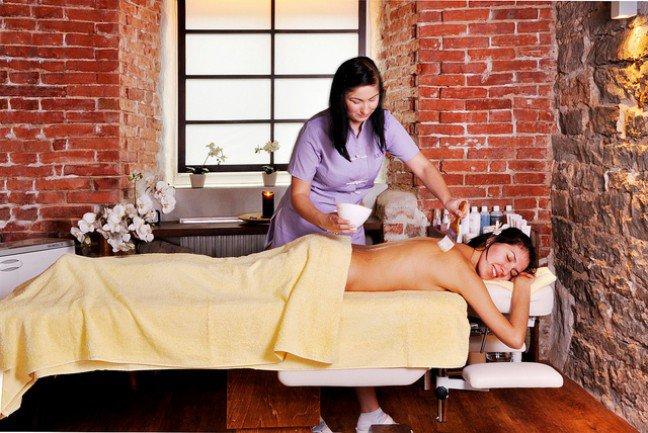 10. Walka ze stresemPodczas masażu możemy choć na chwilę zapomnieć o codziennych zmartwieniach i po prostusię zrelaksować. Wizyta w SPA jest skutecznym sposobem na odstresowanie się.