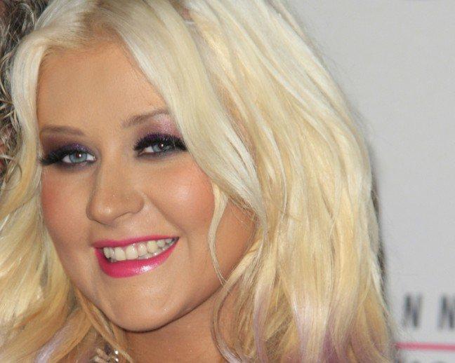 8. Christina Aguilera                                                     8. Christina Aguilera                                                                                                             Piosenkarka długo pojawiała się na łamach kolorowych gazet z powodu znacznego wzrostu wagi. Jednak dziękiosobistemu trenerowi schudła wiele kilogramów i wygląda znacznie zdrowiej. Na pytanie, jak zgubiła zbędne kilogramy,odpowiedziała, że pomogły jej śmiech, szczęście i joga.
