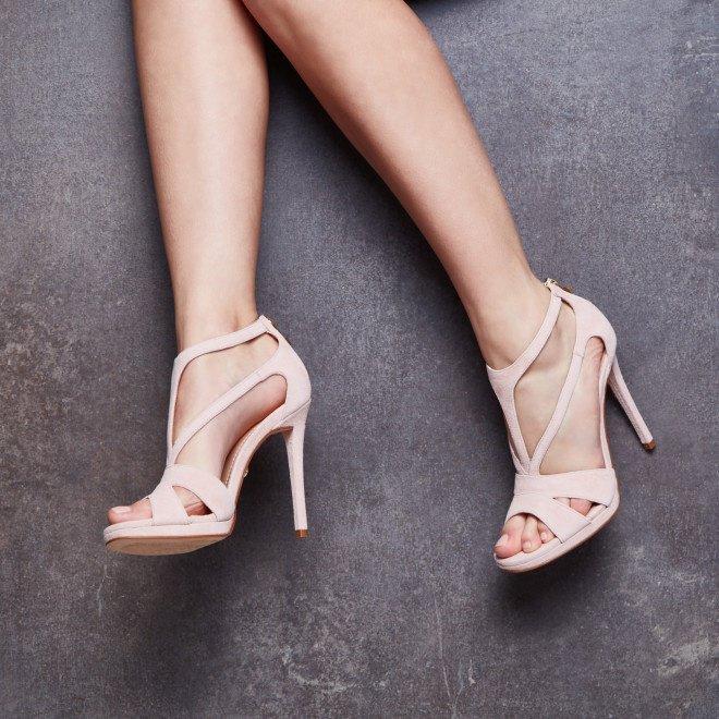 be42eb6b5962a ... a ze świata mody wciąż napływają nowe trendy. Jak więc dokonać  właściwego wyboru? Podpowiadamy, jakie buty ślubne będą najmodniejsze w  2018 roku.