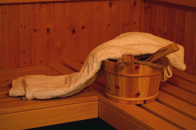 7. Sauna jest dobra na stresKtóż z nas nie jest zestresowany? Wiadomo też jaki wpływ stres ma na zdrowie i wygląd zewnętrzny, więc dlaczego gonie wypocić? Sauna to ciche miejsce, idealnie nadające się na łagodzenie stresu, oczyszczenie umysłu i przyjemnegociepła, które ukoi wszystkie zmartwienia.