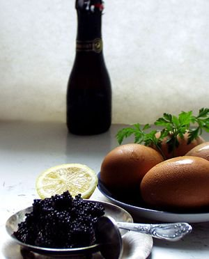 Jajecznica z kawiorem i szampanem