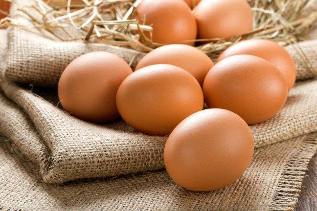 8. Jajka są zdrowe?To zaskakujące, ale z biegiem lat zmieniło się nasze postrzeganie jajek. Jeszcze kilka lat temu twierdzono, że są one niekorzystne dla zdrowia, gdyż przyczyniają się do podwyższenia poziomu cholesterolu we krwi. Najnowsze badania naukowe potwierdzają, że jajka są zdrowe i nie należy ograniczać ich spożycia.