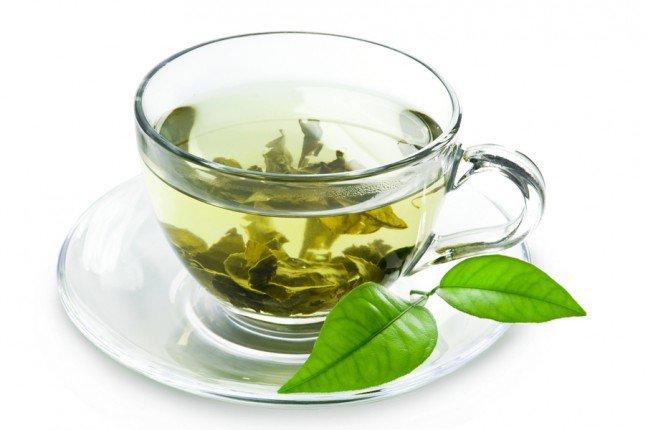 10. Zielona herbata najzdrowszym napojem na świecie?Nie bez powodu zieloną herbatę określa się mianem najzdrowszego napoju na świecie. Jestona bogata w silne przeciwutleniacze i inne składniki odżywcze, wywierające korzystnywpływ na nasze zdrowie. Zastanawiasz się, jakie są jej właściwości?