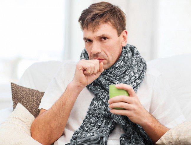 10. Skąd ten kaszel?Kaszel towarzyszy zazwyczaj infekcjom górnych dróg oddechowych, przeziębieniu, grypie albozapaleniu oskrzeli. Wirusy i bakterie wywołują obrzęk i podrażnienie delikatnej błony śluzowej, akaszel powoduje wykrztuszenie zalegającej wydzieliny, która jest reakcją na stan zapalny. Walkę zkaszlem możesz rozpocząć od zastosowania prostych sposobów. Oto one.