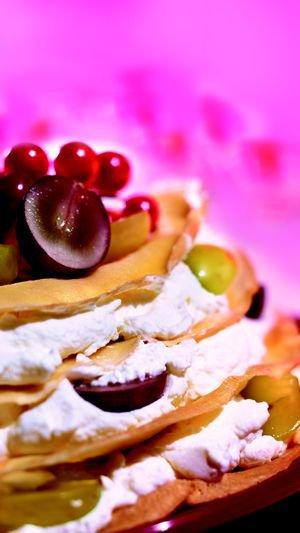 Tort naleśnikowy z winogronami
