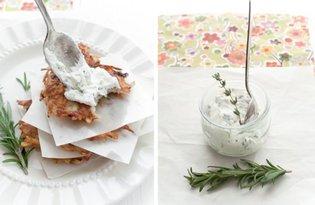 Imbirowe placki ziemniaczane z ziołowym kozim serem
