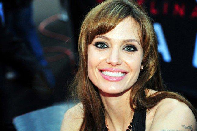 10. Angelina JolieTa doskonała aktorka jest znana ze swoich ponętnych ust, które mają nawet swój własny fanpage na Facebooku.