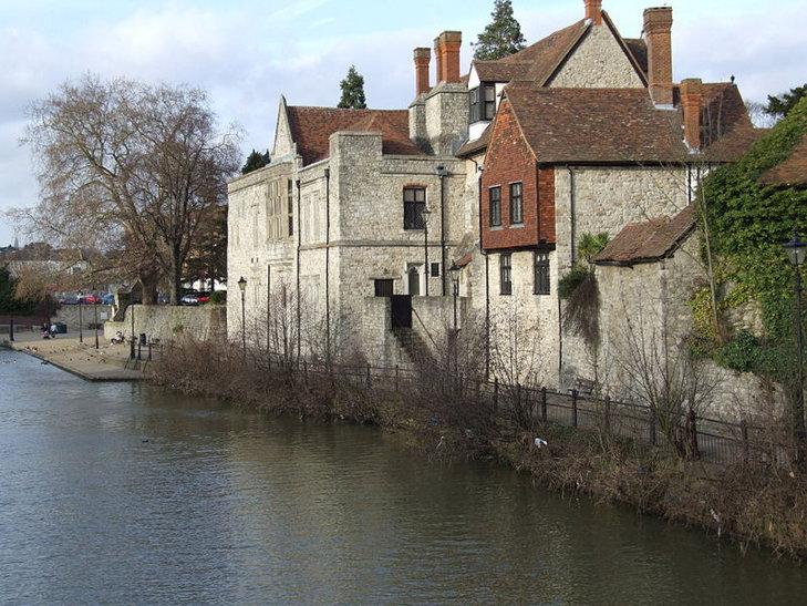 Maidstone – ośrodek administracyjny hrabstwa Kent nad rzeką Medway.