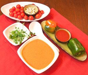 Hiszpański smak. Zupa z pomidorów i papryki