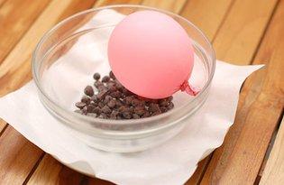 Koszyczek z czekolady wypełniony piankami