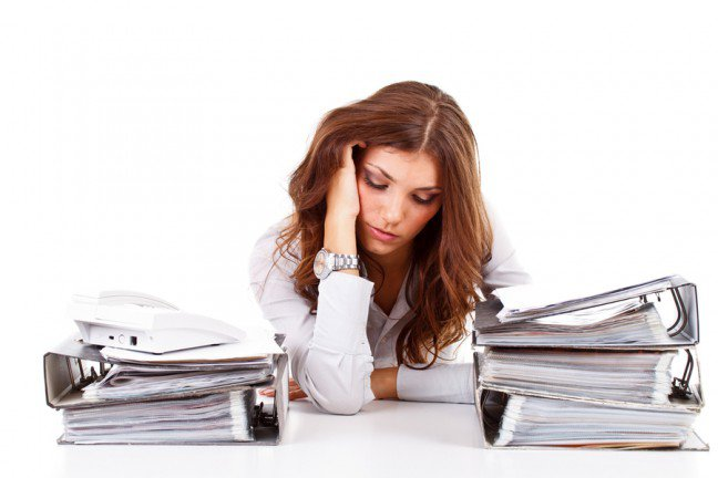 12. Stres a hormony                                                     12. Stres a hormony                                                                                                             Reakcja na stres jest powiązana z substancjami chemicznymi w ciele. Mężczyźni mają większy poziom androgenu, a kobiety estrogenu, co może sprawiać, że kobiety i mężczyźni różnie reagują na stresujące sytuacje. Przekonaj się, jakiwpływ na zdrowie emocjonalne i fizyczne ma stres.