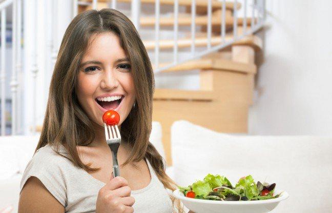 6. Korzystne dla zdrowia warzywa i owoceZapewne wiesz, że warto w codziennej diecie znaleźć miejsce dla warzyw i owoców. Produkty te to istne bomby witaminowe. Zawarte w nich składniki są niezbędne dla prawidłowego funkcjonowania organizmu w ciągu dnia.