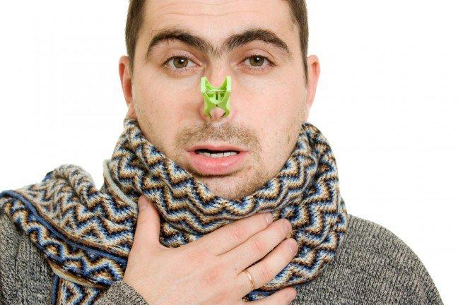 13. Nie musisz męczyć się z zatkanym nosem                                                     13. Nie musisz męczyć się z zatkanym nosem                                                                                                             Zatkany nos utrudnia ci życie? Wiele produktów w opisie na ulotce zapewnia, że pozwoli ci pozbyć się tego problemu,jednak mało z nich faktycznie jest skutecznych. Nie ma jednego sposobu na zatkany nos dla wszystkich, ale poznaniepewnych produktów zwalczających ten problem może sprawić, że szybciej znajdziesz połączenie właściwe dla ciebie.Oto 8 najlepszych sposobów na złagodzenie tego problemu z lub bez wyprawy do apteki.