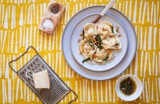 Ravioli z trzema rodzajami sera i orzeszkami piniowymi