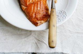 Smaczna sałatka z wędzonym łososiem i jajkiem