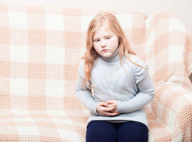 10. Ból brzucha u dzieckaBól brzucha u dzieci może mieć różny charakter. Dolegliwości te mogą być łagodne, ostrebądź skurczowe. Mogą wynikać z zatrucia pokarmowego, nieodpowiedniej diety,stresu oraz gwałtownego wzrostu organizmu dziecka. Istnieją naturalne sposoby, abyuśmierzyć ból brzuszka u dziecka. Zastanawiasz się jakie?