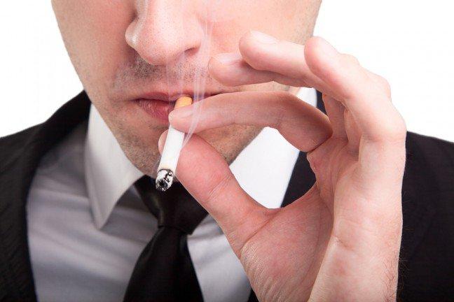 10. Nie tylko rak                                                     10. Nie tylko rak                                                                                                             Wszyscy wiemy już o tym, że palenie powoduje raka, problemy z płucami (np. rozedmę) i choroby serca. Alezdawaliście sobie sprawę z tego, że może też mieć szkodliwy wpływ na każdą część ciała – włącznie z oczami, skórą inarządami płciowymi? Oto kilka mniej oczywistych niebezpieczeństw związanych z paleniem.