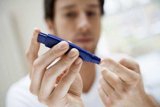 7. Nie jesteś samCukrzyca typu 1 to choroba, która polega na tym, że organizm nie wytwarza insuliny – hormonu, który przetwarzaglukozę na energię. Na cukrzycę cierpią w Polsce około 3 miliony osób.Jeśli dotyczy to ciebie, pamiętaj, że nie jesteś sam i masz całkiem sławne towarzystwo.