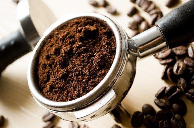 8. Kawa – zdrowa czy niezdrowa?Kawa wywiera wielokierunkowy wpływ na organizm ludzki. Z jednej strony zawiera w składzie substancje korzystne dla zdrowia, a z drugiej – substancje pobudzające, które mogą być niekorzystne i np. powodować problemy ze snem. Dowiedz się, czy warto pić kawę, czy jednak lepiej z niej zrezygnować.