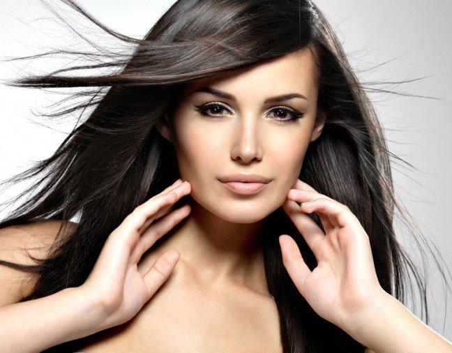 10. Gęste i mocne włosyKażda kobieta marzy o posiadaniu gęstych i lśniących włosów. Istnieją sposoby na to,aby poprawić objętość cienkich włosów, a tym samym dodać im niezwykłego blasku.Zastanawiasz się jakie?