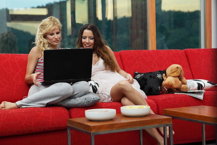 Cybher1: Może spróbuj przez portale randkowe?