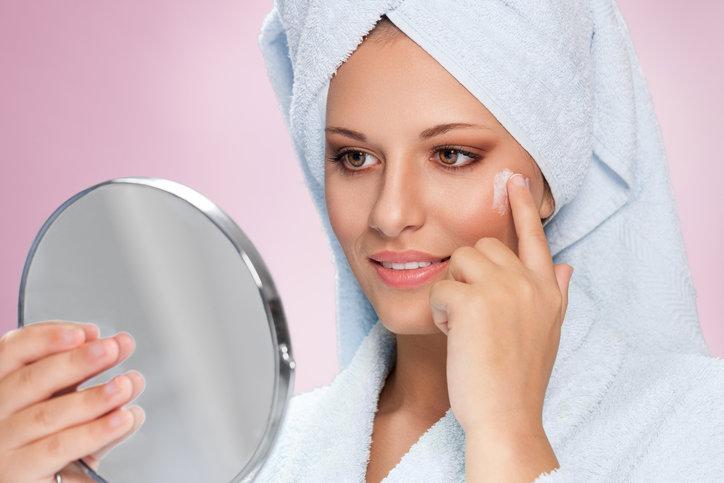 Domowy żel do twarzy jest sposobem na skuteczne oczyszczanie.