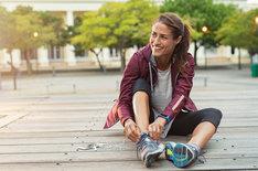 Na samym początku zamiast intensywnego treningu wybierz szybszy marsz.