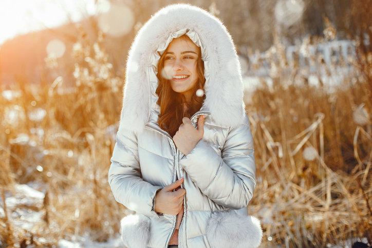 Kurtka puchowa damska zapewni termoizolację nawet w najmroźniejsze dni.