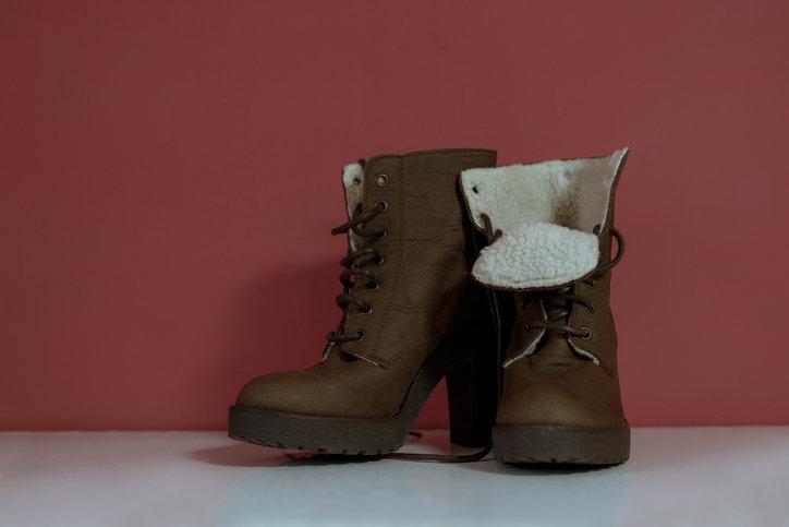 Zimowe buty damskie nie muszą mieć wysokiej cholewki.