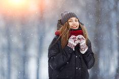 Kurtka zimowa damska powinna być przede wszystkim ciepła i komfortowa.