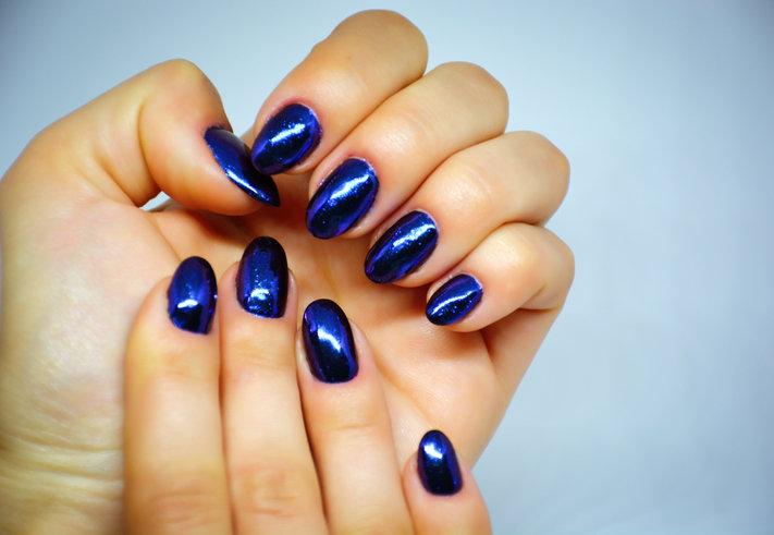 Niebieskie paznokcie to hit tegorocznego lata