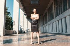 Skórzana spódnica świetnie wypadnie w biznesowych stylizacjach.