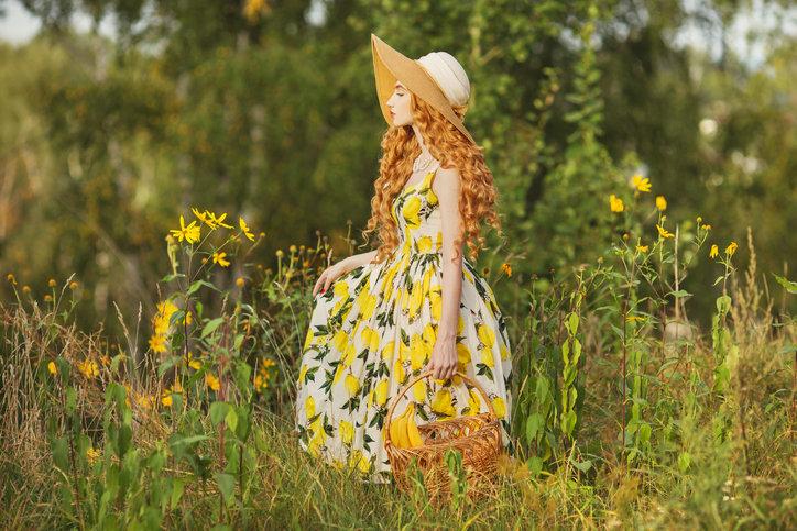 Tanie sukienki na lato znajdziesz w niemal wszystkich dostępnych sieciówkach.