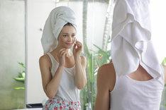 Oczyszczenie twarzy w domu to skuteczna i prosta pielęgnacja cery.