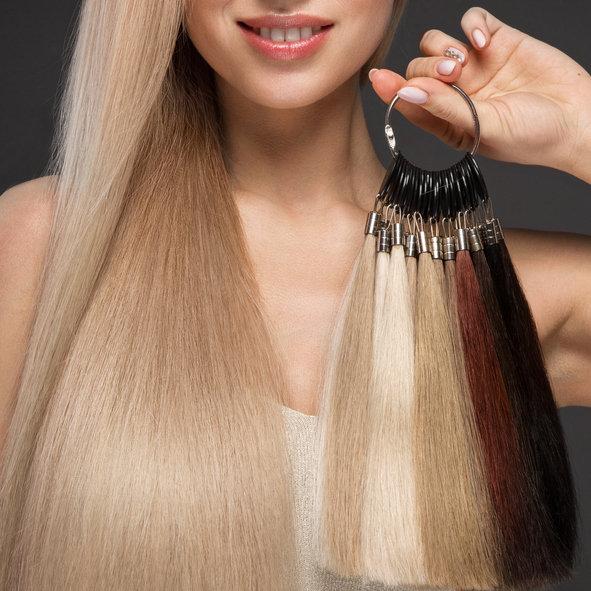 Przedłużanie włosów metodą kanapkową nie niszczy włosów i zapewnia bardzo naturalny wygląd.
