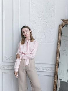 Eleganckie bluzki damskie z łatwością dopasujesz do każdej spódnicy oraz spodni.