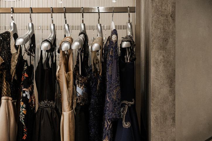 Sukienki studniówkowe to bardzo eleganckie i szykowne kreacje, niekiedy o balowym charakterze.