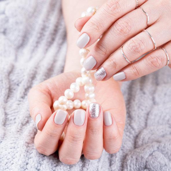 Żel do paznokci zapewni ciekawy i długotrwały manicure.