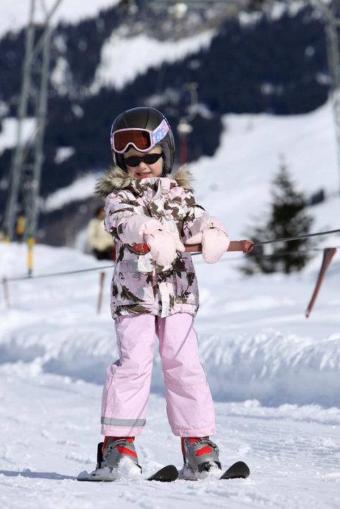 Spodnie narciarskie dziecięce muszą być wykonane z wysokiej jakości materiału.