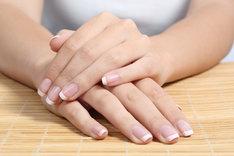 Klasyczny french manicure powraca do łask w sezonie jesienno-zimowym.