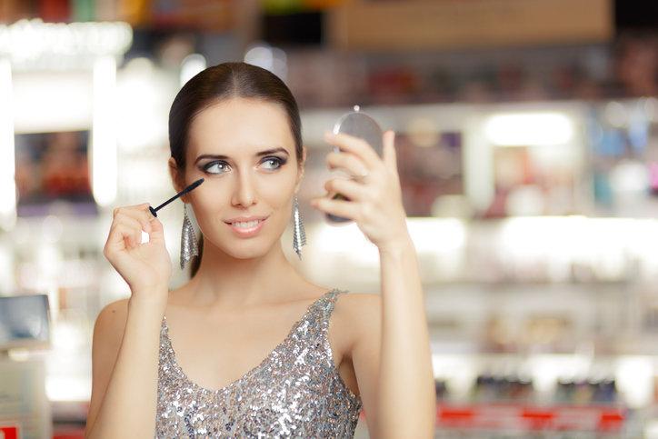 Makijaż wieczorowy można wykonać samodzielnie