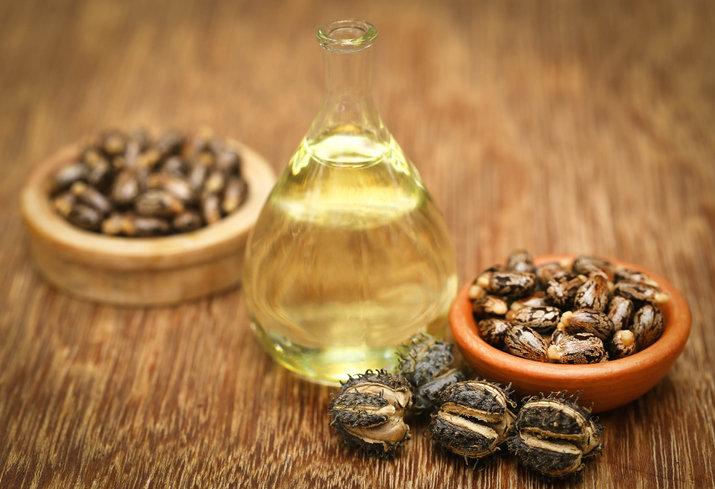 Olejek rycynowy na rzęsy jest świetnym i skutecznym kosmetykiem pielęgnacyjnym.