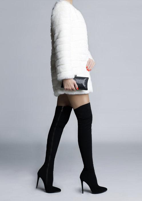 Kozaki zamszowe są niezwykle kobiece i seksowne.