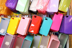 Case na telefon pełni funkcję nie tylko ochronną, ale także ozdobną.