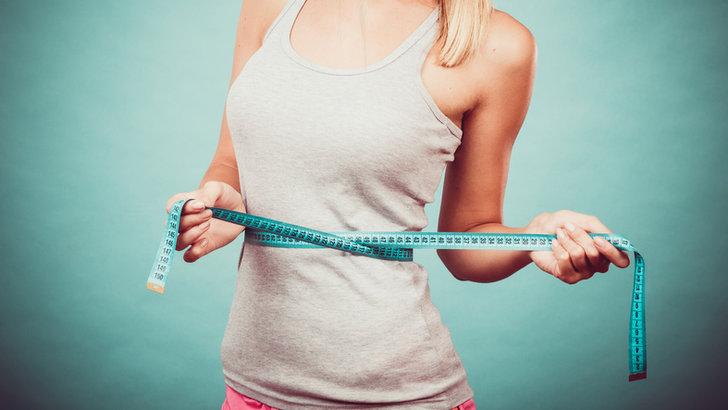 Dieta na płaski brzuch musi być zbilansowana i pełna owoców oraz warzyw.