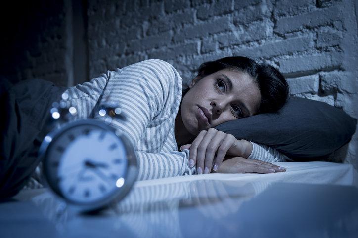 Jak szybko zasnąć? To pytanie, które zadaje sobie coraz więcej osób.