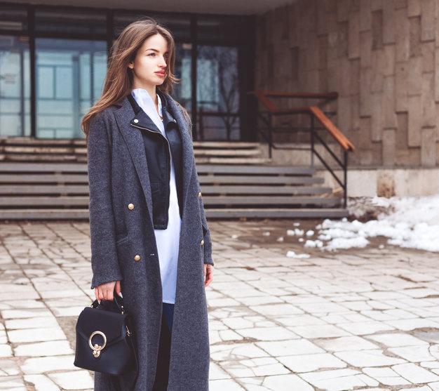 Eleganckie zimowe płaszcze zapewnią szykowny wygląd niezależnie od okazji.