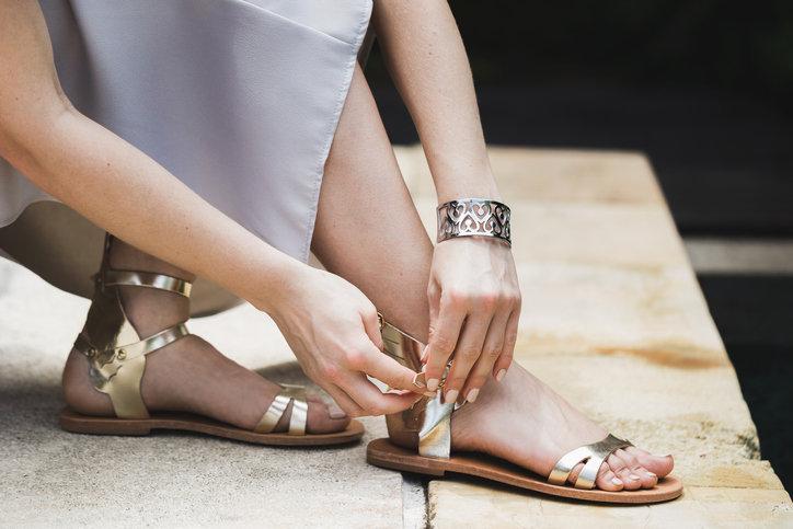 Buty na wesele nie muszą być na wysokim obcasie, aby wyglądały elegancko.