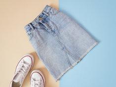 Spódnica jeansowa powróciła z wielkim triumfem do najnowszych trendów.